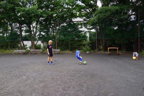 狩野健太とトレーニングする生徒たち