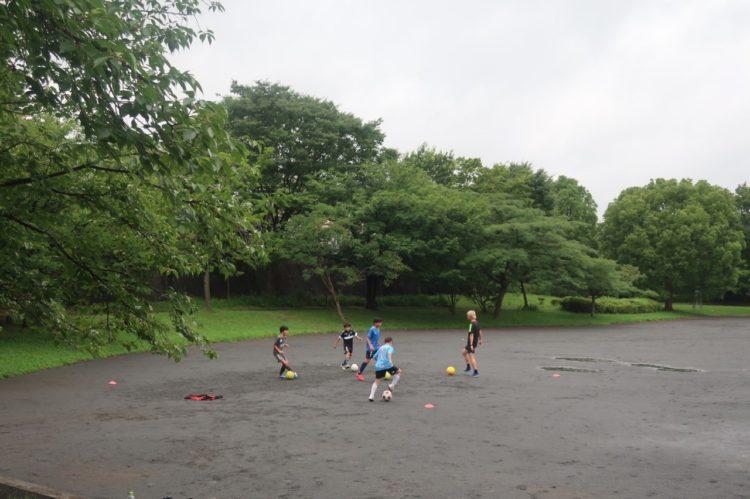 狩野健太と小学生の生徒たちとの練習(セッション)
